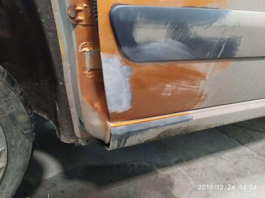 Фото процесса восстановления кромок дверей